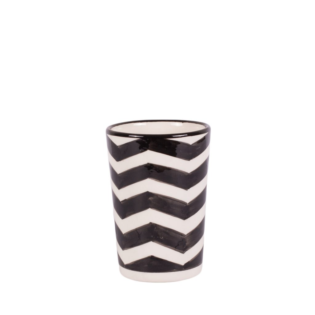 Mug black, white zigzag